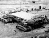 Pásový transportér pro rakety Saturn během dokončovacích prací v roce 1966