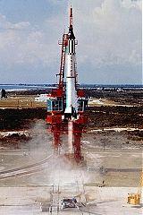 Raketa Redstone s lodí Mercury při suborbitálním testu (1961)