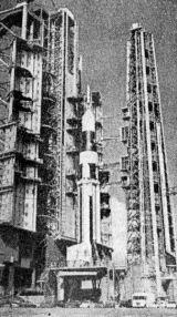 Nosná raketa Saturn 1 na startovací rampě na mysu Canaveral