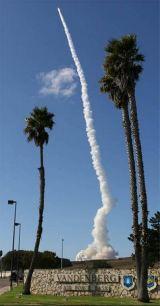 Start posledního exempláře rakety Titan 4B ze startovního komplexu SLC-4E, Vandenberg AFB, se uskutečnil dne 19. 10. 2005