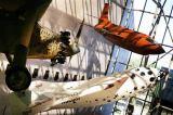 Obr. 4: Originální suborbitální raketoplán SpaceShipOne v Muzeu letectví a kosmonautiky ve Washingtonu D.C. na čestném místě mezi letadlem bratří Wrightů a raketoplánem Bell X-1