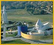 """Pohled na """"Kosmické městečko"""" na předměstí Toulouse."""