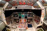 Pilotní kabina raketoplánu Atlantis s MEDS