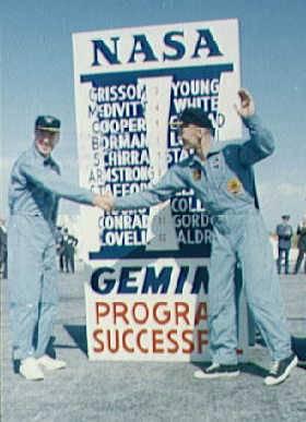 Lovell a Aldrin oslavujú záver programu Gemini © NASA