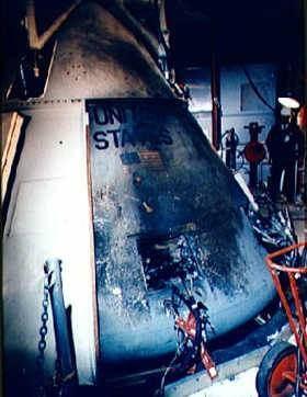 Kabína Apolla 1 po požiari © NASA