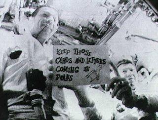 Schirra a Cunningham počas historicky prvého TV-prenosu z obežnej dráhy