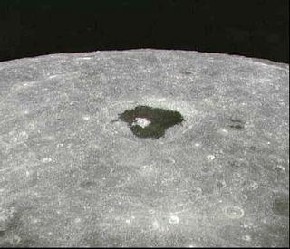 Jeden z najznámejších útvarov na odvrátenej strane - kráter Ciolkovskij