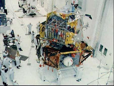 Dokončovanie LM-3 v hangári v KSC na Floride pred letom Apolla 9