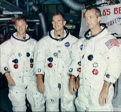 Posádka Apolla 9: zľava Schweickart, Scott a McDivitt