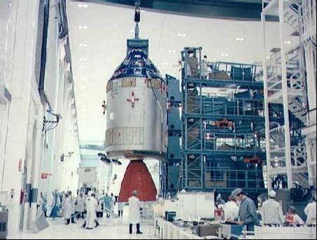 CSM 103, určené pre Apollo 9 v montážnej hale v KSC na Floride.