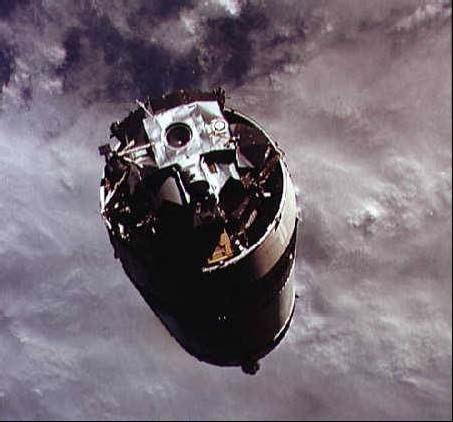 LM Spider na vrchole posledného stupňa Saturnu V tesne pred spojením s CM Gumdrop