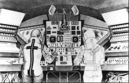 Náčrt kabíny bez sedačiek so stojacimi astronautmi. Tento návrh sa nakoniec realizoval.