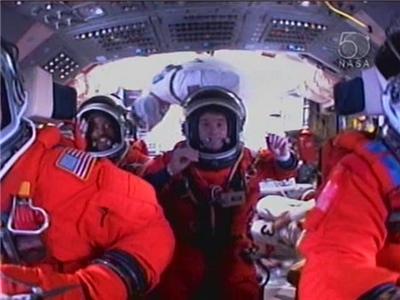 Pohled na letovou palubu raketoplánu Atlantis STS-122 krátce před startem