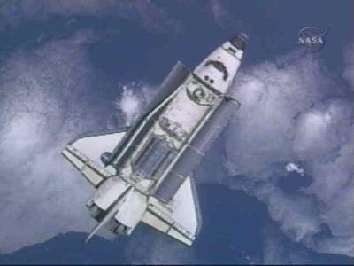 Atlantis STS-122 při příletu k ISS
