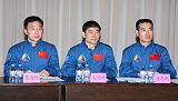 Posádka SZ-7 (zleva Jing, Liu, Zhai)