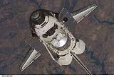 Discovery STS-121 při příletu k ISS (06.07.2006)