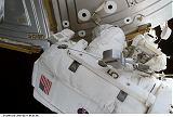 Helms[ová] při EVA-1 u modulu Destiny (11.03.2001)