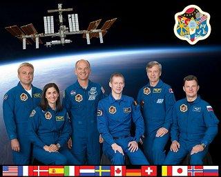 Expedice 21 (zleva: Surajev, Stottová, Williams, De Winne, Thirsk, Romaněnko)