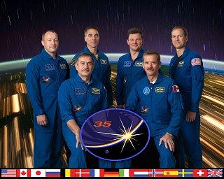 Expedice 35 (zleva: Misurkin, Vinogradov, Cassidy, Romaněnko, Hadfield, Marshburn)