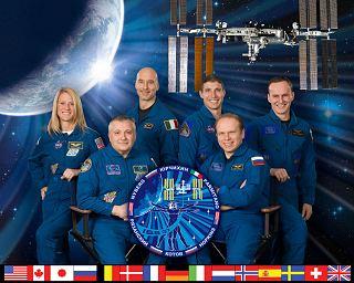 Expedice 37 (zleva: Nybergová, Jurčichin, Parmitano, Hopkins, Kotov, Rjazanskij)