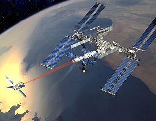 Loď ATV při příletu ke stanici ISS