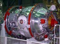 Předstartovní příprava modulu Pirs na Bajkonuru (06.08.2001)