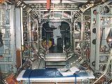 Interiér modulu Unity při výrobě (1997)
