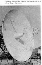Obr.5) Anténa madridské stanice začleněné do sítě Deep Space Network