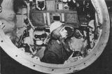Obr.11) Přístrojová deska simulátoru Sojuzu (pravěpodobněji ale simulátoru Zondu)