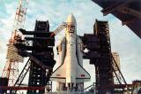 Buran na rampě kosmodromu Bajkonur