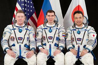 Posádka Sojuzu TMA-02M (zleva:  Fossum, Vokov, Furukawa)
