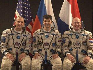Posádka Sojuzu TMA-03M (zleva:  Pettit, Kononěnko, Kuipers)