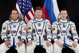 Posádka Sojuzu TMA-04M (zleva:  Acaba, Padalka, Revin)