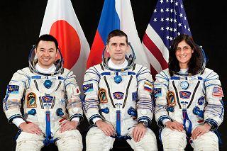 Posádka Sojuzu TMA-05M (zleva:  Hoshide, Malenčenko, Williamsová)