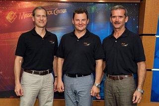 Posádka Sojuzu TMA-07M (zleva:  Marshburn, Romaněnko, Hadfield)