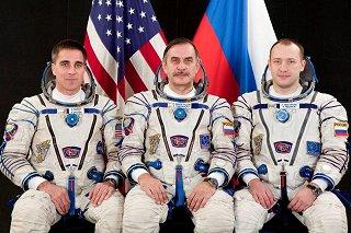 Posádka Sojuzu TMA-08M (zleva:  Cassidy, Vinogradov, Misurkin)