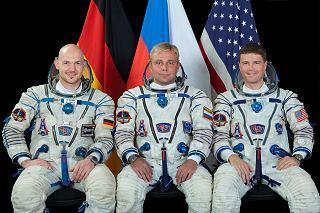 Posádka Sojuzu TMA-13M (zleva:  Gerst, Surajev, Wiseman