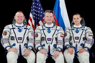 Posádka Sojuzu TMA-14M (zleva:  Wilmore, Samokutjajev, Serovová