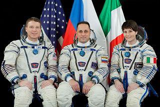 Posádka Sojuzu TMA-15M (zleva:  Virts, Škaplerov, Cristoforettiová)