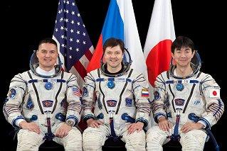 Posádka Sojuzu TMA-17M (zleva:  Lindgren, Kononěnko, Jui)
