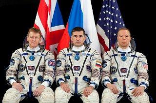 Posádka Sojuzu TMA-19M (zleva:  Peake, Malenčenko, Kopra)