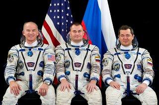 Posádka Sojuzu TMA-20M (zleva:  Williams, Ovčinin, Skripočka)