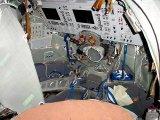 Pohled do nového interiéru kabiny lodi typu Sojuz TMA (2002)