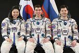 Posádka Sojuzu TMA-12 (zleva: Yi, Volkov, Kononěnko)