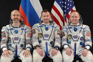 Posádka Sojuzu TMA-13 (zleva: Garriot, Lončakov, Fincke)