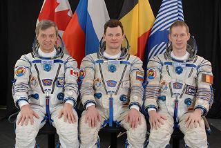 Posádka Sojuzu TMA-15 (zleva: Thirsk, Romeněnko, De Winne)