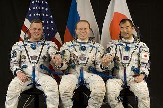 Posádka Sojuzu TMA-17 (zleva:  Creamer, Kotov, Noguči)
