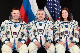 Posádka Sojuzu TMA-19 (zleva:  Wheelock, Jurčichin, Walkerová)