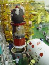 Předstartovní příprava Sojuzu TMA-2 na Bajkonuru (18.04.2003)
