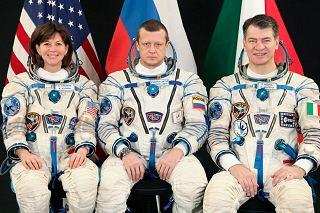 Posádka Sojuzu TMA-20 (zleva:  Colemanová, Kondraťjev, Nespoli)